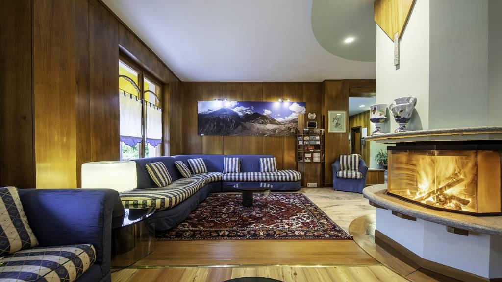 Hotel-Elena-Saint-Vincent-2020-hall-I4A3695