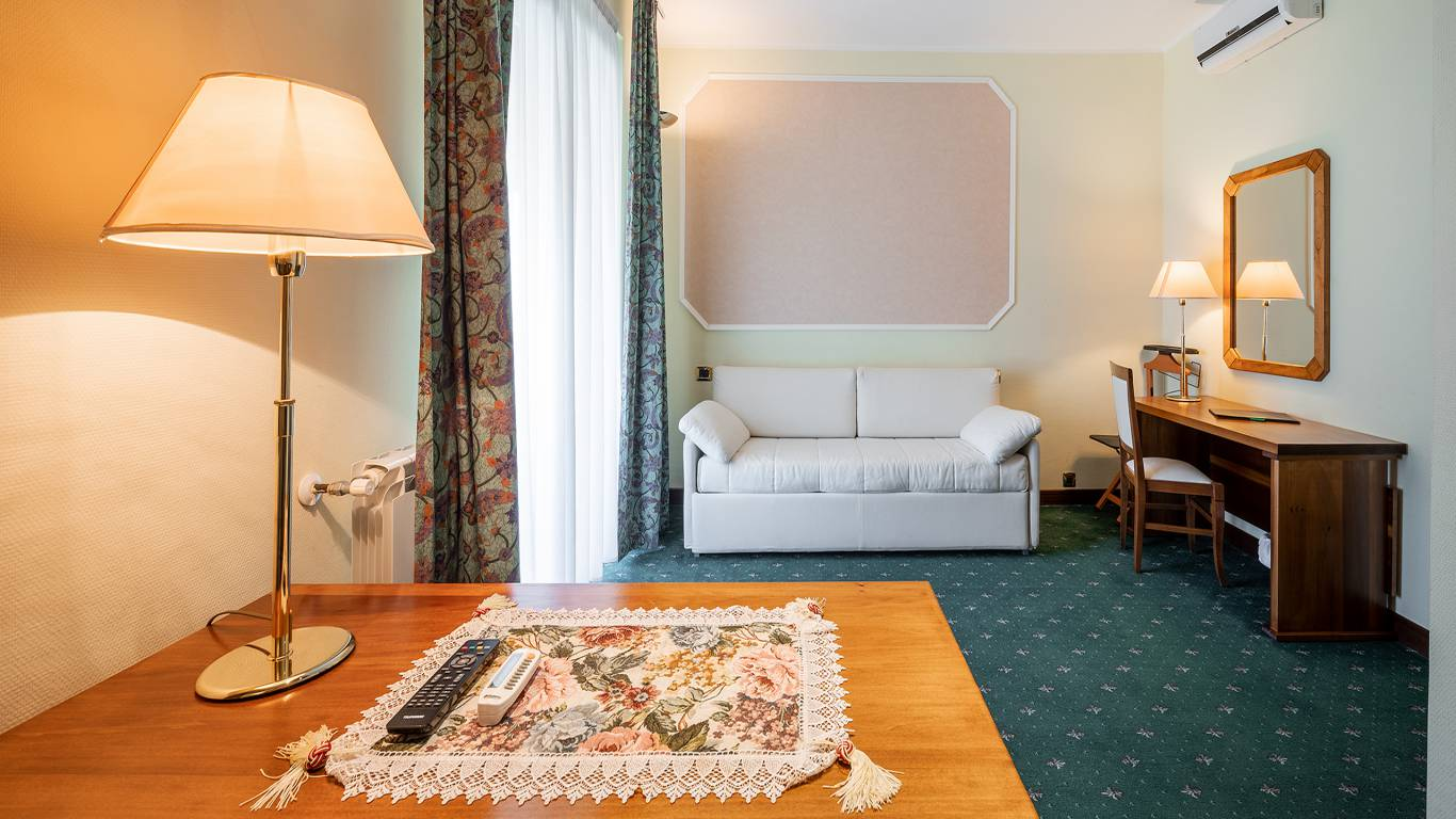 Hotel-Elena-Saint-Vincent-family-room-I4A6680-I4A6681