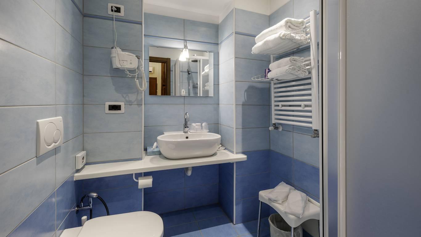 Hotel-Elena-Saint-Vincent-2020-double-superior-bathroom-I4A3544