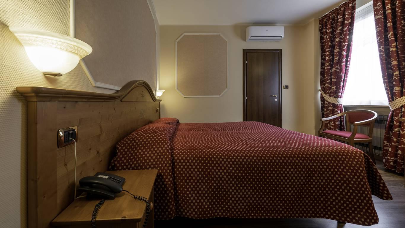 Hotel-Elena-Saint-Vincent-double-standard-I4A3416