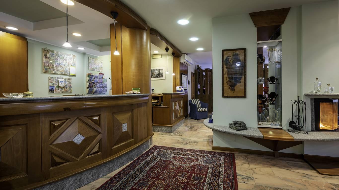Hotel-Elena-Saint-Vincent-2020-hall-I4A3704